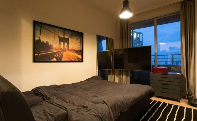 大画面のモニターを見ながらベッドを利用できます