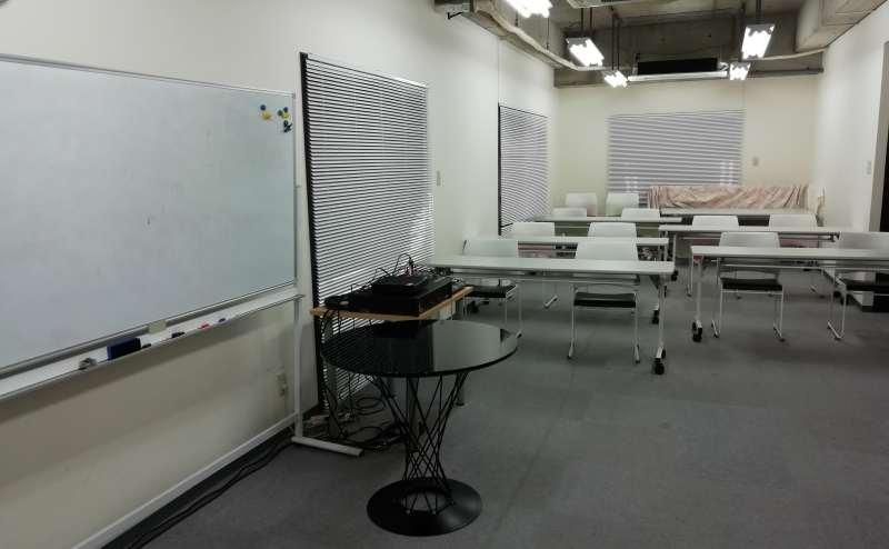 打合せ・会議やセミナーご利用の際のテーブル・椅子は24名までご利用可能です。