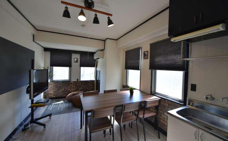 ホワイト・ブラック・ブラウンを基調とした、ブルックリンスタイルのスペース
