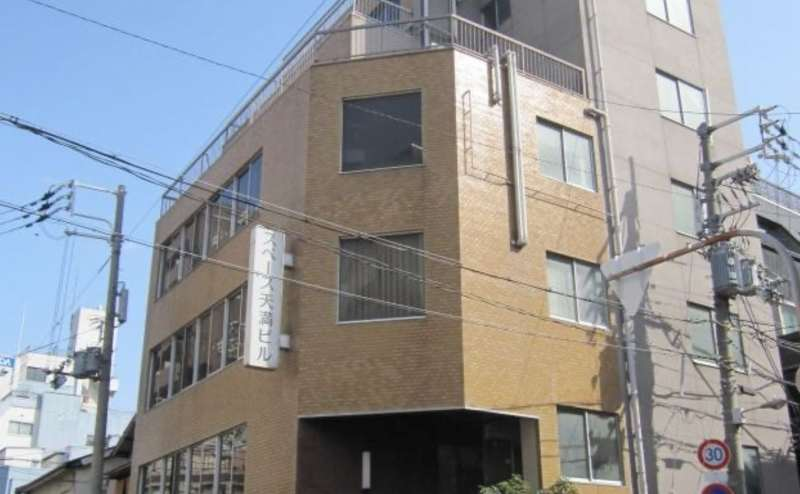 大阪天満駅から徒歩3分の駅近。地下鉄ですと南森町駅から徒歩6分です