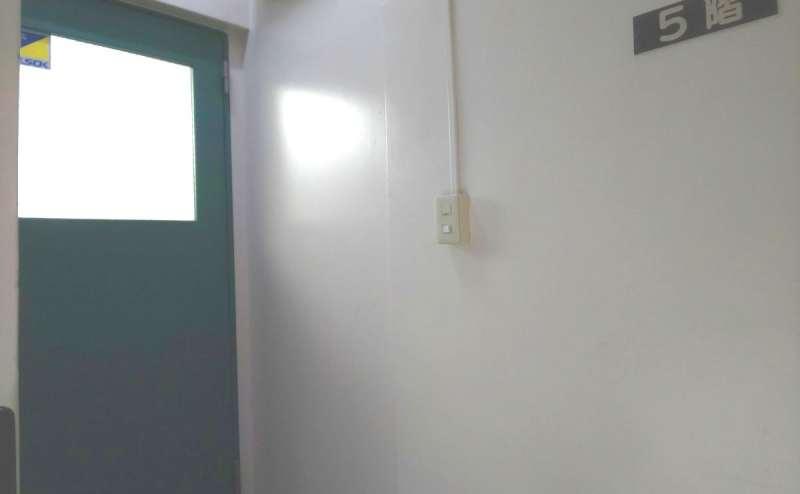 当スペースは5階です。建物内にエレベーターはございません