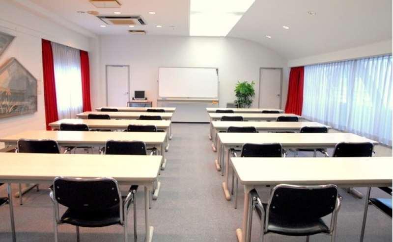 定番の教室型スタイル。とても落ち着いた内装です