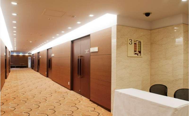 ハートンホテル北梅田内の静かなホールです。サービス料不要で格安
