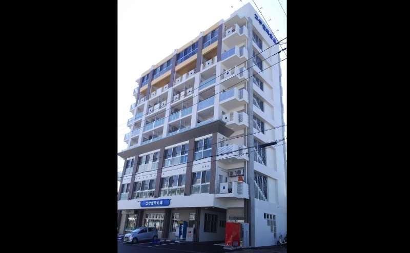 コザ信用金庫 開南支店の2階です。