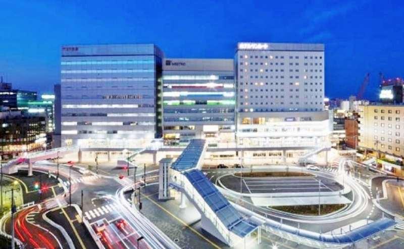 JR千葉駅徒歩2分の駅近。夜景も見どころです