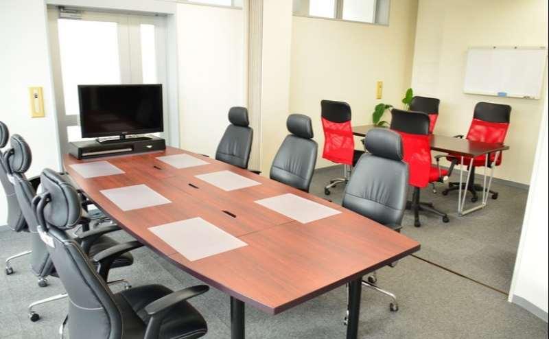 会議室Aとつなげれば最大10名様まで収容可能!