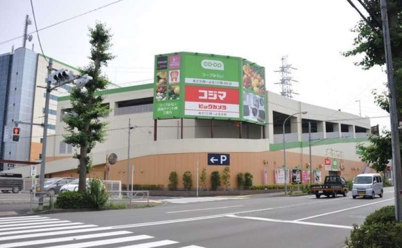 スーパーや家電量販店など多数のショップがあるテナント棟内にあります