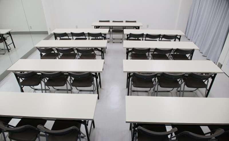 長机や折りたたみ椅子をご利用の場合は、予約時にご申請ください(当日の申請ではご用意できません)。