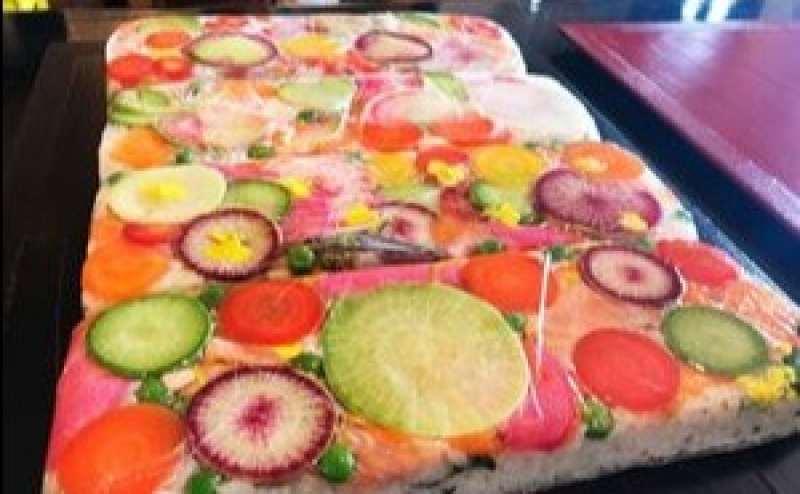 無農薬菜園の野菜を使ったカラフルな野菜の押し寿司