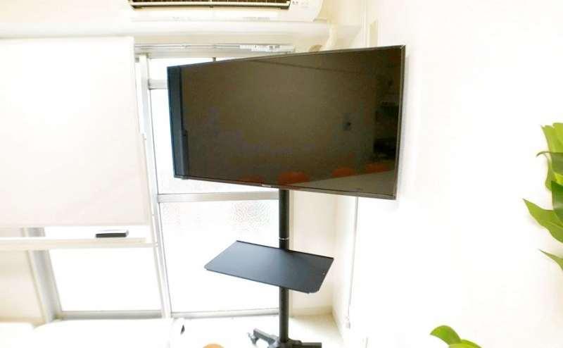 43インチ大画面モニター PC接続&TV視聴可能 PC接続用HDMIコードも設置済です