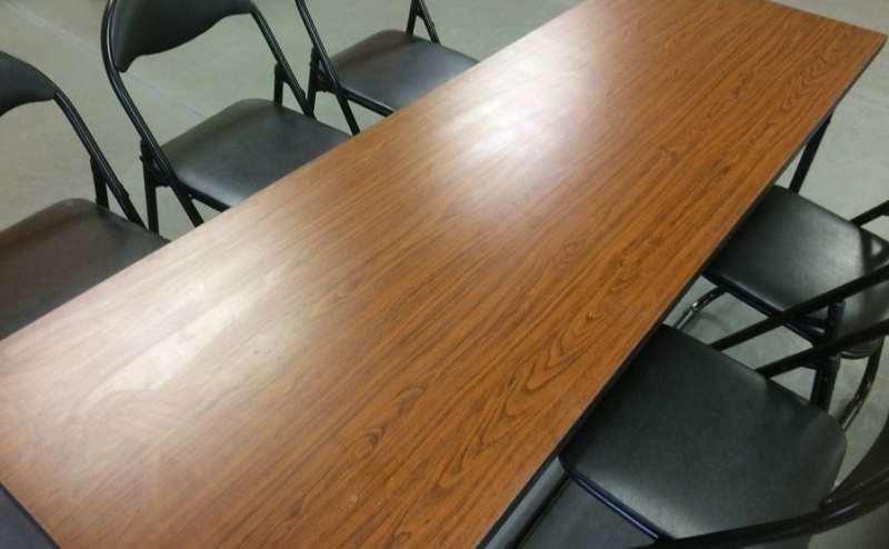 6名着席可能。机もあり会議やミーティング、打ち合わせにもぴったり