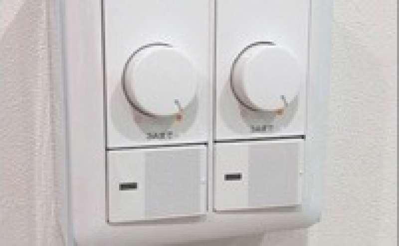 室内ライトは調整可能です