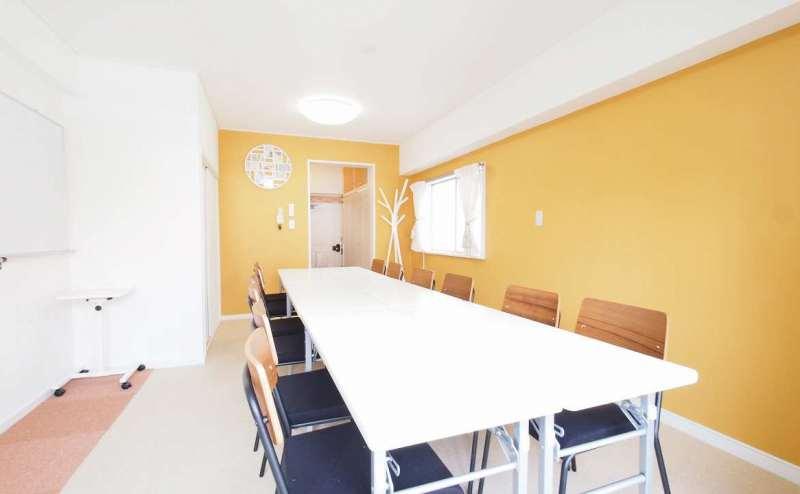 東京 渋谷にあるレンタルスペース【HIDAMARI】定員12~16名 インターネット 電源無料の貸会議室