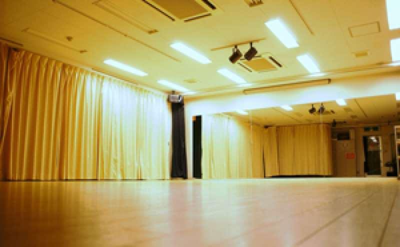 レンタルスタジオ3300円/時間~4600円/時間