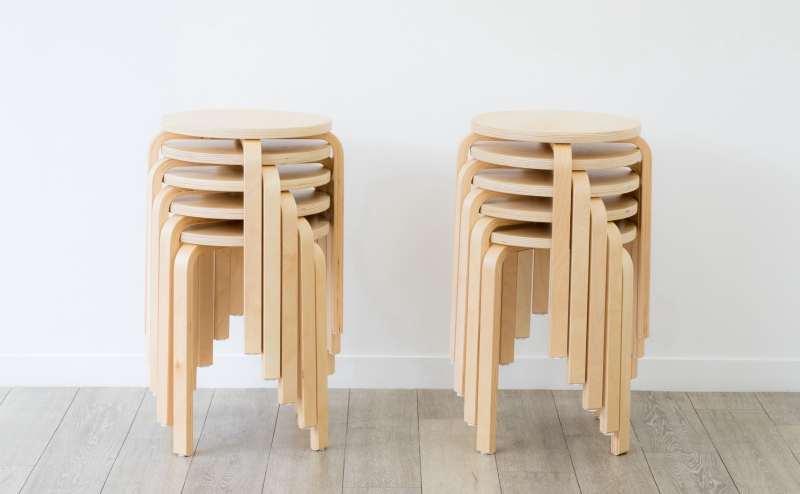 丸椅子を10脚用意しています。ご自由にお使いください。系列店に追加在庫もございます。ご希望の場合は追加でお使い頂けますのでご相談ください。セミナーやワークショップにも便利です。
