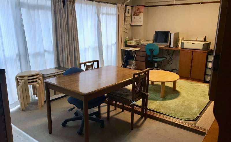 部屋の広さは6畳が二つです。