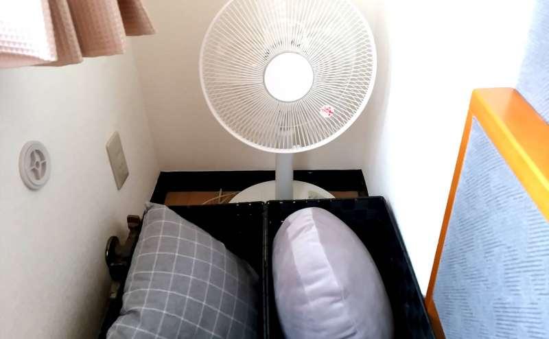 扇風機とクッションです。ご自由にお使いください