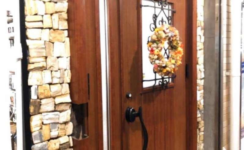 入り口のドアです