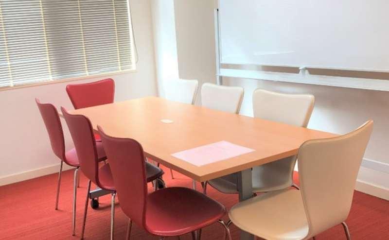 【3階中会議室】恵比寿の静かな場所☆ ポップなカフェ風オシャレなレンタルスペース 収納アリ