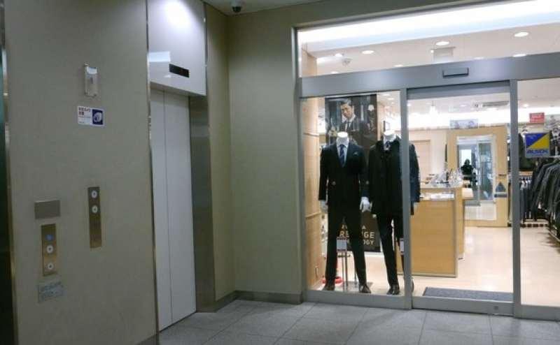 3階までこちらのエレベーターをご利用ください