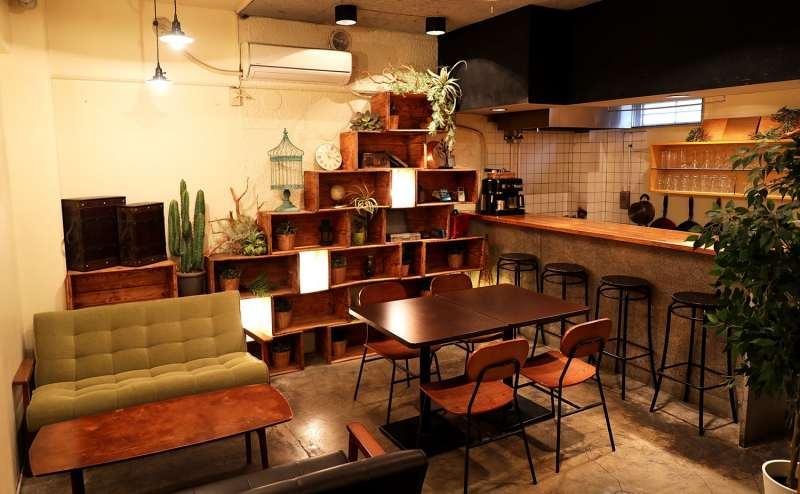 秘密基地の様なワクワクするカフェスペース。