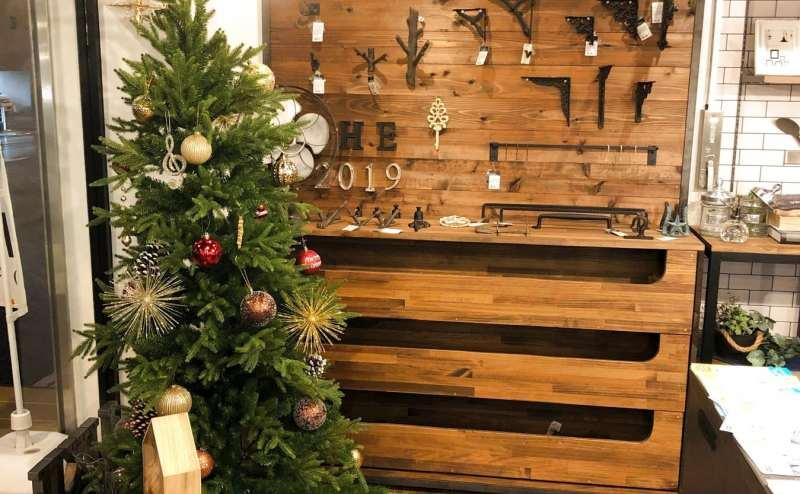 入り口のインテリアです クリスマスシーズンにはツリーも飾られます
