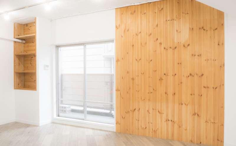 木目の壁がナチュラルな印象を与えます。