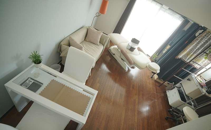 マッサージベッドは電動で椅子になり本格的なご利用しやすいものです。