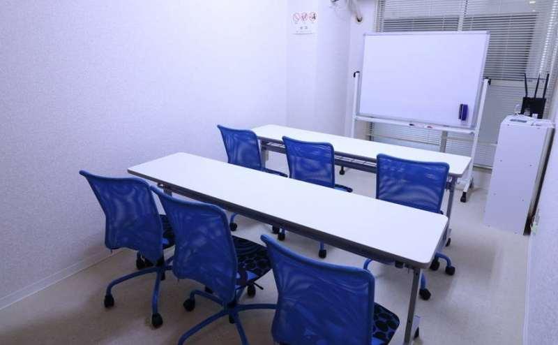 席の配置を変えれば、セミナー会場や講義などに使用できます。