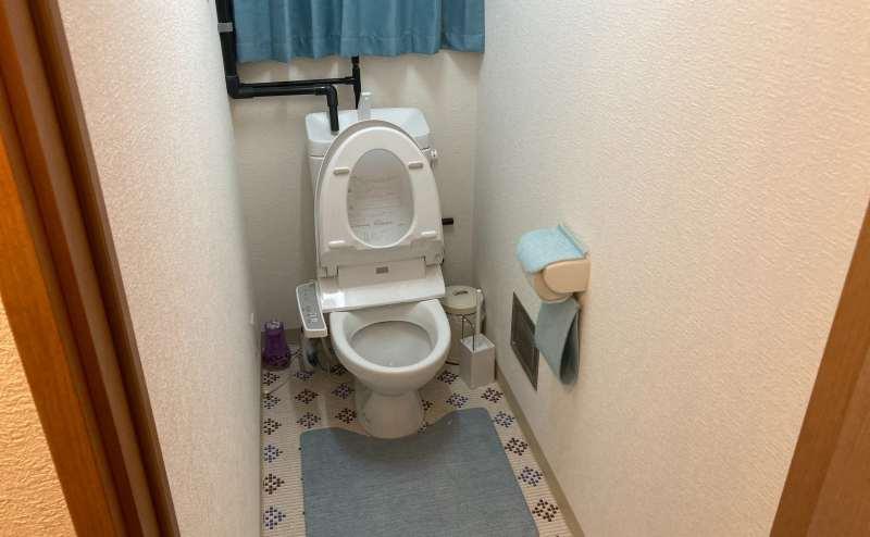 ウオッシュレット付き・保温便座の共用トイレ