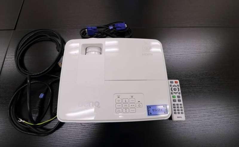 RGB、HDMIケーブルを設置しています。