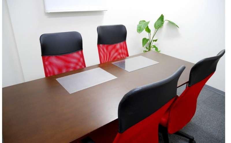 コンパクトなサイズの会議室  少人数での会議やミーティングに