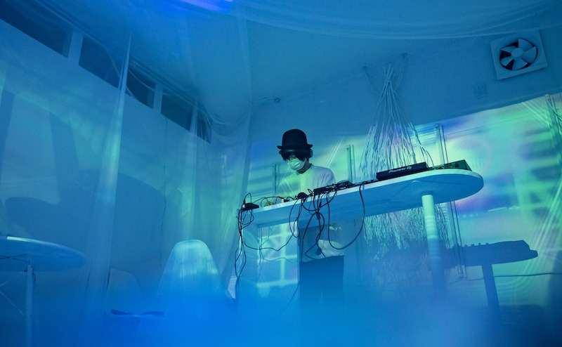 スモーク&プロジェクターで幻想的な演出もできます。