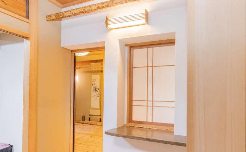 二つの和室は隣接しており、貸し切りでご利用いただけます。少人数でのご利用は可能です。