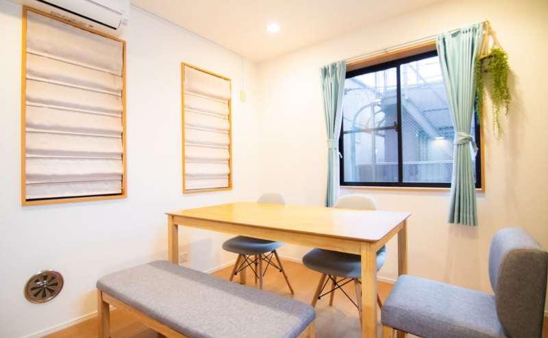明るく開放的なスペース。窓も多く換気もバッチリです