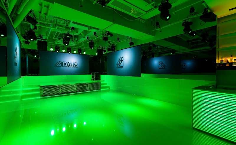 最新の映像・照明設備により、お好みの雰囲気を作ることができます。
