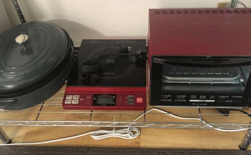 左から、ホットプレート兼たこ焼き器、IHコンロ、オーブンレンジになります✨