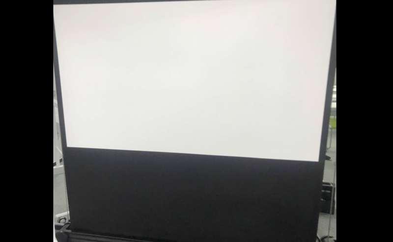 【備品】プロジェクター・スクリーン80インチ