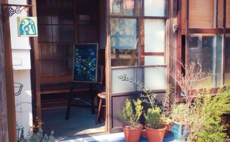 喫茶店の玄関です
