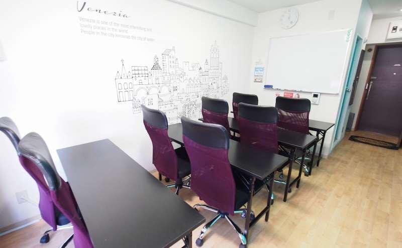 教室・セミナー向けレイアウト(ホワイトボード向き)