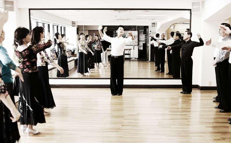 広いスペースと大きな鏡が魅力のスタジオです