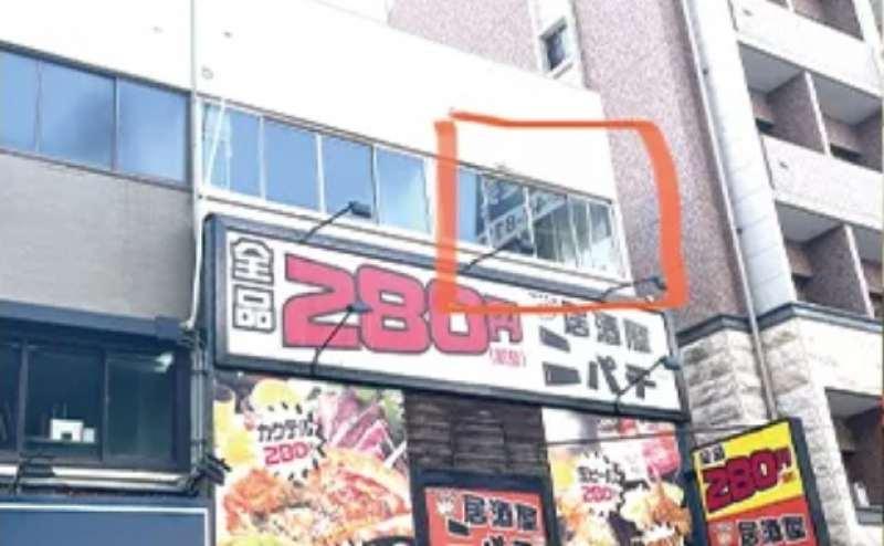 道路側からスタジオの窓が見えます。名古屋駅徒歩7分のアクセスの良い駅近スタジオです