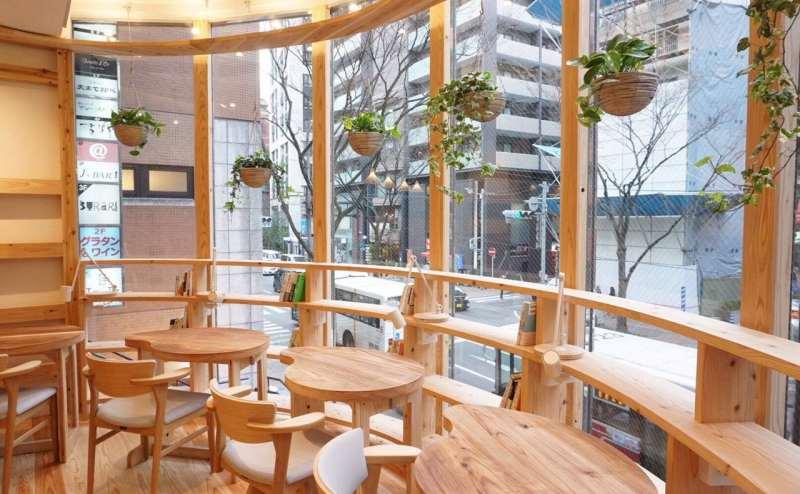 福岡市中央区警固 「警固町」バス停前 work & cafe Ta-Te