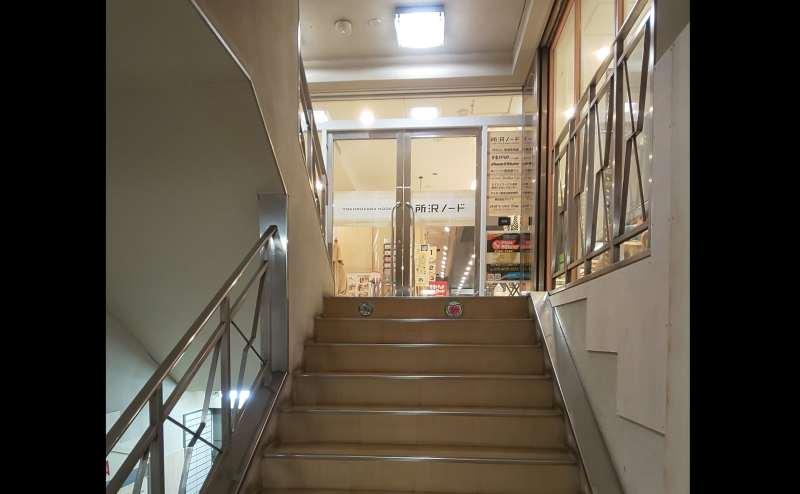 階段からの入口はこちらになります