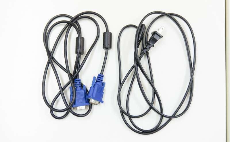 少人数向け貸し会議室「みーてぃんぐすぺーす本町」では、VGAケーブルのみご用意しておりますので、HDMIに接続する場合はコネクターや変換ケーブルをご持参ください。