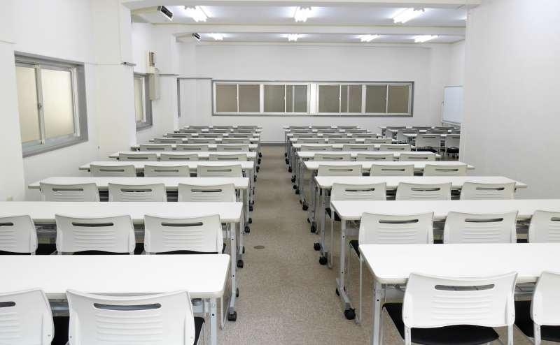 格安で大人数の講演会やセミナーなど多用途に使えます
