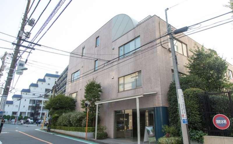 恵比寿駅から離れた閑静な住宅地の中にある隠れ家的エリアです
