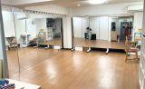 鏡は2面設置。シャワー完備の吉祥寺ダンススペース・レンタルスタジオ・スタジオアルマ