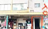 駅からすぐのビルの中にあります。こちらの建物入り口からお入りください