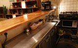 キッチン設備の整った、広々としたキッチンスペースです。